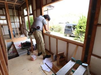 窓枠設置下地工事→