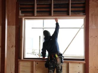 新規窓枠設置→